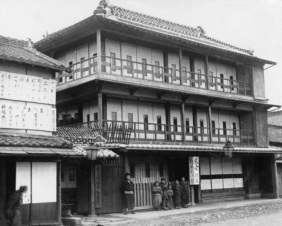 明治32年(1899年)以降の朝萬 当時としては珍しい木造3階建て