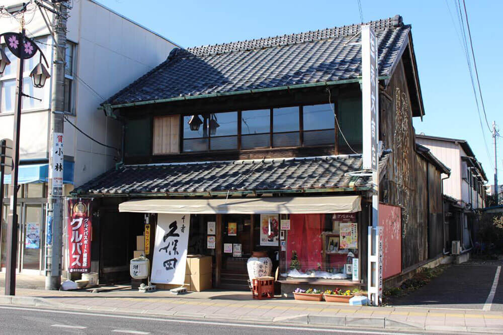 永文商店・横丁鉄道(荷捌き用の現役トロッコ)